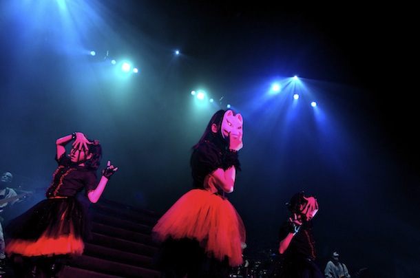 "BABYMETAL NHKホールワンマンライブ「LEGEND""1999"" YUIMETAL & MOAMETAL 聖誕祭」 Photo by Tajy Fujii"