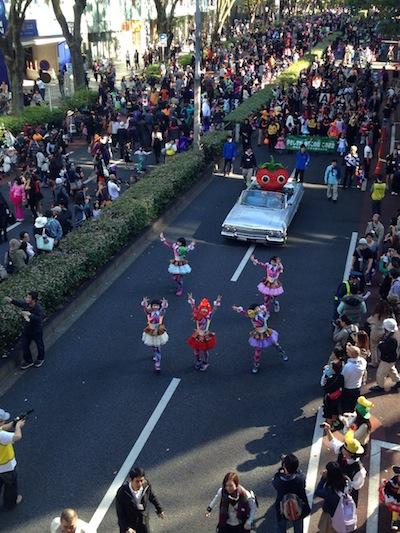 TEMPURA KIDZ、表参道を3,000人とハロウィーンパレード