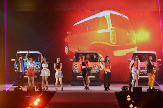 m-flo「Girls Award 2014 SPRING / SUMMER」4月19日東京・代々木第一体育館 Flower、はるな愛