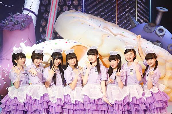 メイド風ワンピースを着た私立恵比寿中学