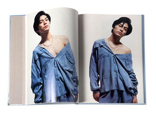 尾崎豊2冊組写真集「FREEZE MOON」9年間のアーティスト活動期の全記録 1992
