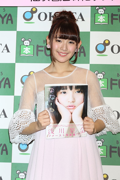 顔の肌がきれいな浅川梨奈さん