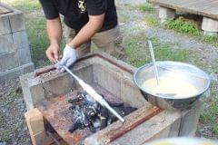 キャンプ場で手作りバウムクーヘン