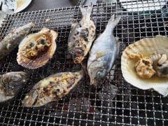 獲った魚はBBQにして召し上がっていただきます