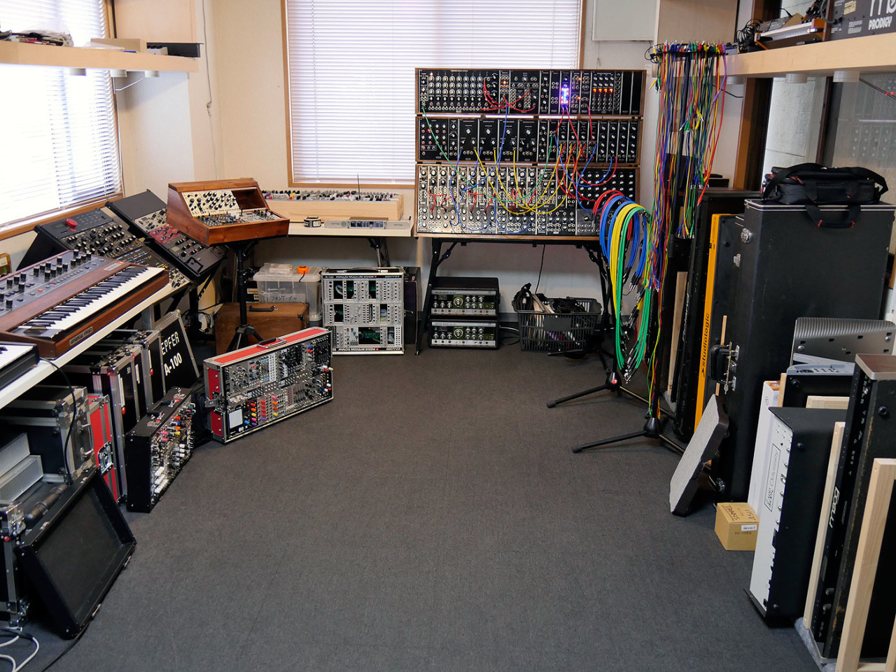 17-synth-room