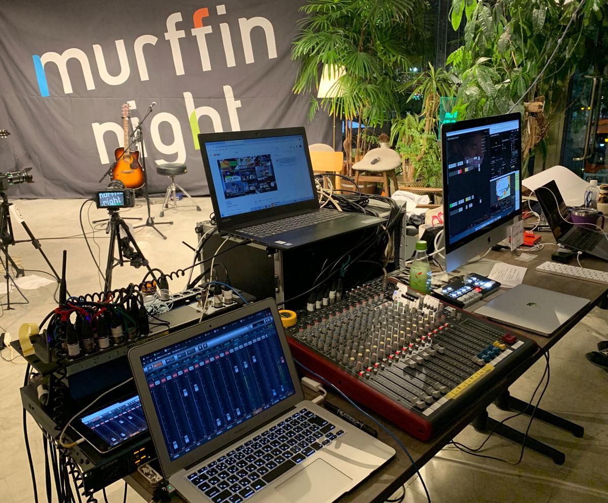 トークコーナーとライブコーナーで場所を分けたため、ミキサーを2つ準備。  UI16 Soundcraft(ボーカル、楽器類を立ち上げバランスをとりミキシング)  Allen & Heath ZED 16FX(トークコーナーのマイクをまとめる。写真下中央)