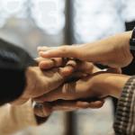 職場の人間関係を改善する方法とは?施策の具体例や改善方法について