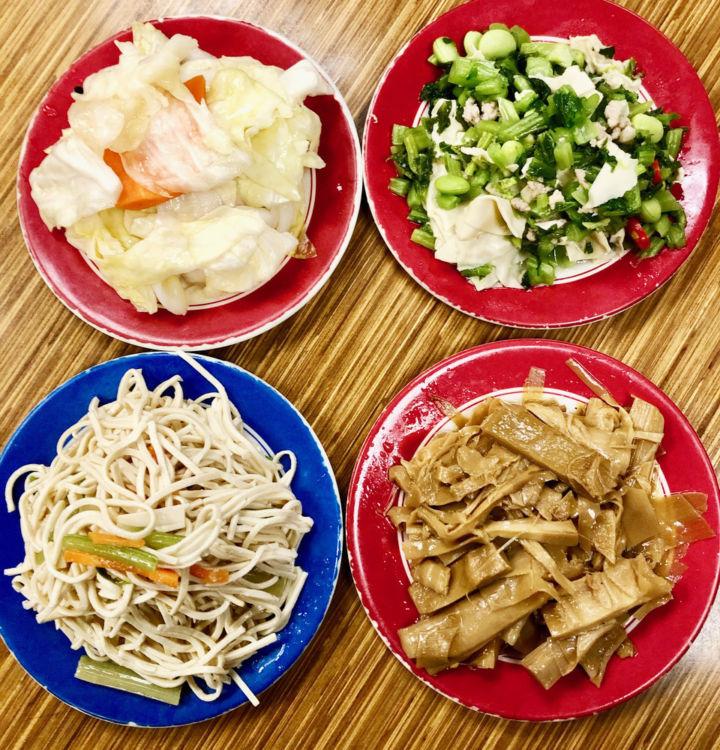 Mさんがいつも頼む小菜は、野菜や豆腐を使ったヘルシーなもの[画像提供・Mさん]