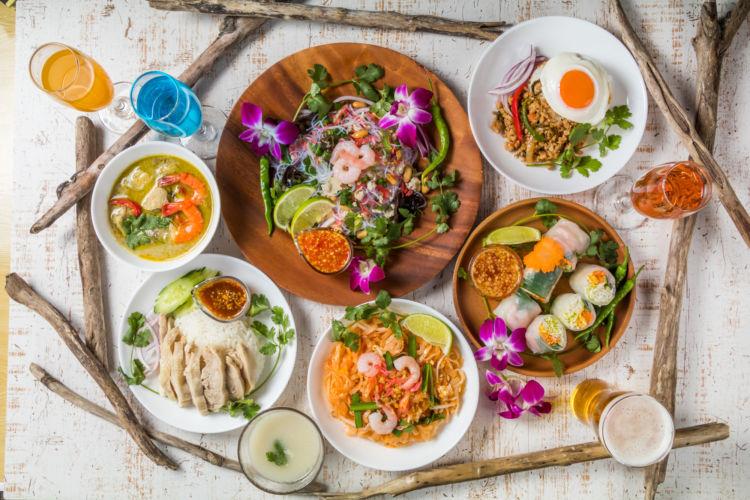 現地の食べ物も世界一周旅の楽しみの一つ。写真はタイ料理