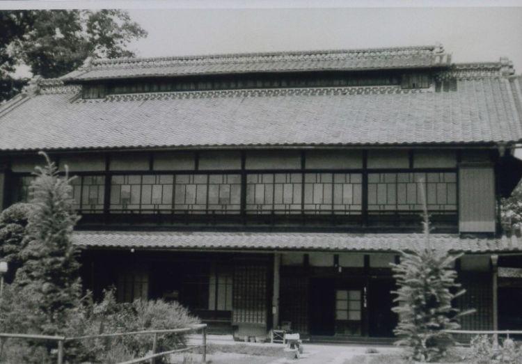 渋沢栄一の生家。写真は明治25年に全焼した後に再建されたもの。(渋沢史料館所蔵)