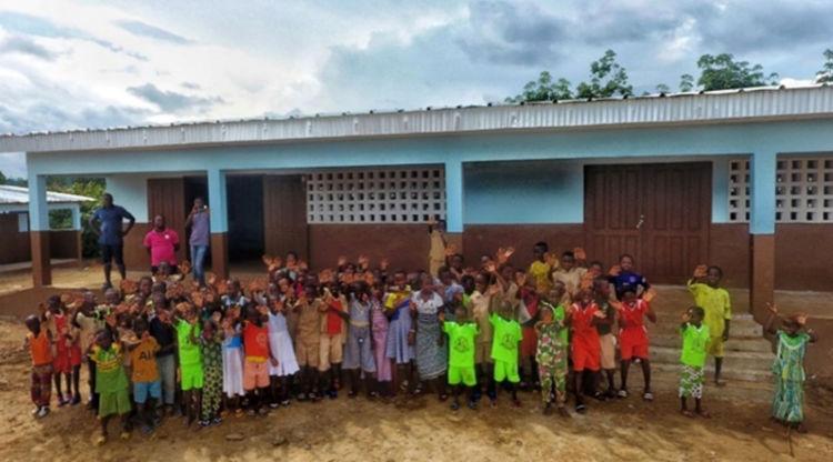 コミュニティに還元されたカカオ・ボーナスで設立した小学校(コートジボワール)