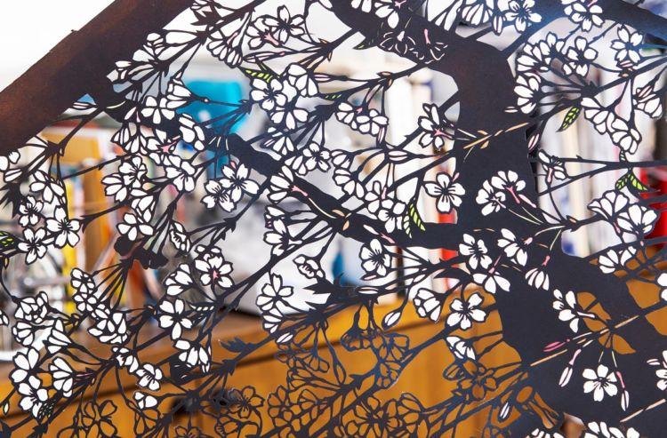 染めた和紙で桜の微妙な色合いを表現