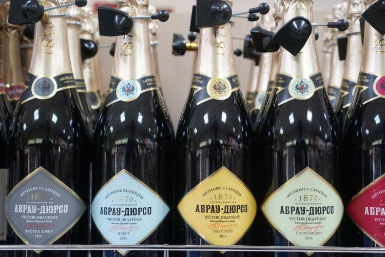 クリミア産スパークリングワインは1本600ルーブル(約1,000円)~