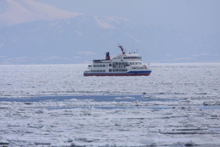国内でも体験できる!北海道のオホーツク海で楽しむ流氷ツアー