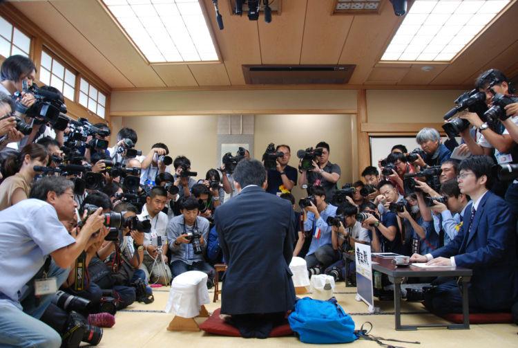 2017年6月、将棋界新記録となる29連勝目の対局に臨む藤井聡太四段(現七段)
