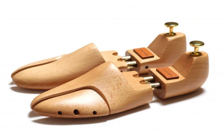 高価な革靴を買ったら当然お手入れも気になるところ。シューキーパーはマストバイ