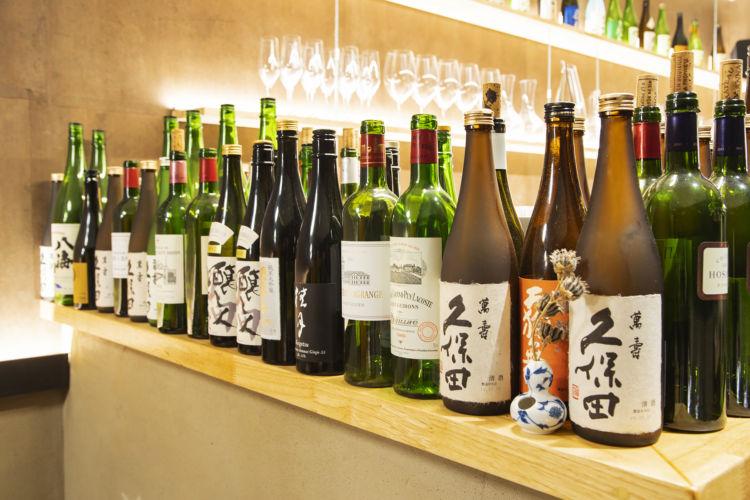 日本料理と同じく、フランスで人気の高い日本酒。日本酒もワインも種類が豊富で、料理に合わせてソムリエがすすめてくれる。