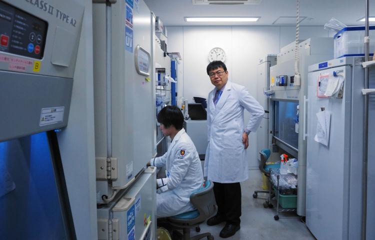 岡野教授は医療研究と企業をつなぐ活動にも積極的に取り組んでいる