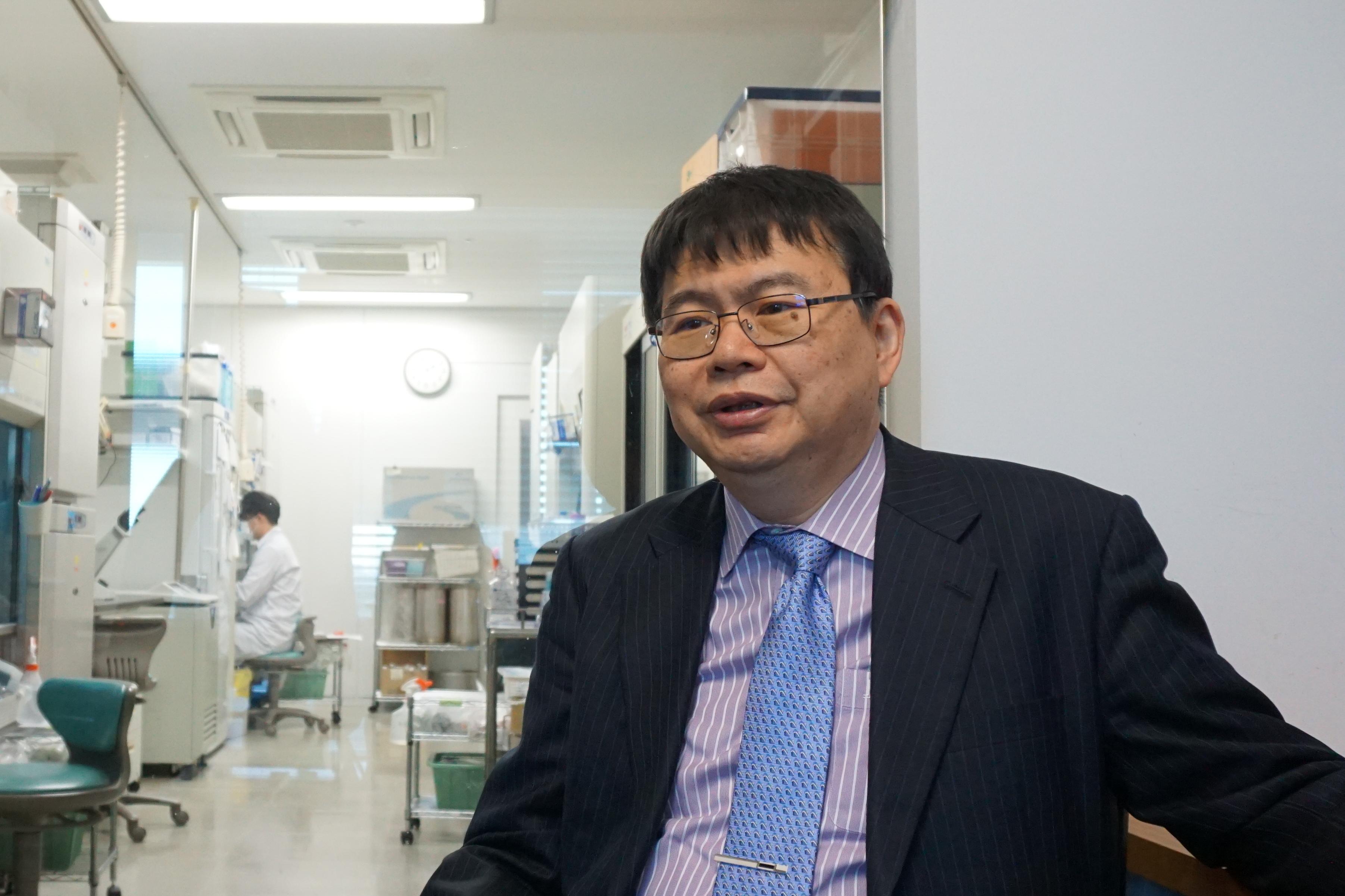 2015~2017年には慶應義塾大学医学部長を務めた岡野教授