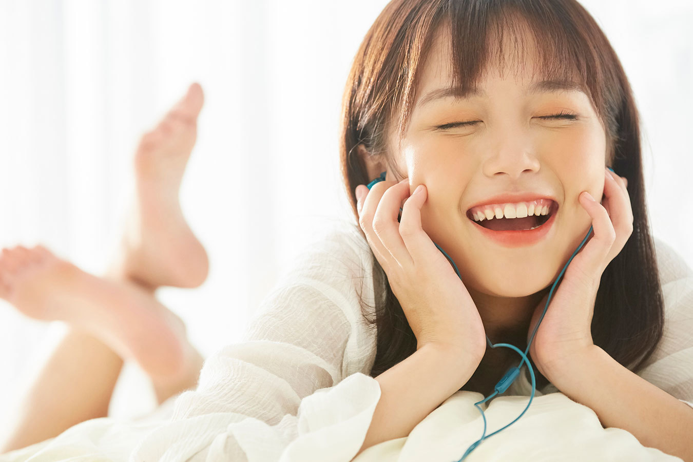 なぜ若者は音に夢中なのか?進化型のリラックス音声「ASMR」の魅力