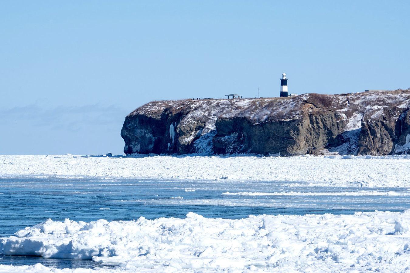 春の知らせを告げる「流氷ツアー」で大自然の一部になる