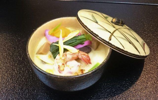 粕谷さんが一番驚いたという筑前あさくら地域で見られる『蒸し雑煮』。つゆを卵液で固めた茶碗蒸しのようなお雑煮。
