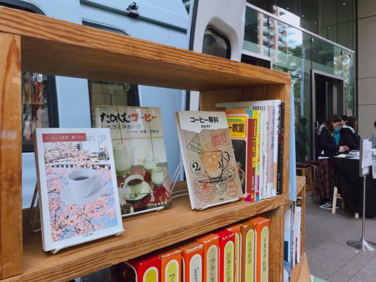 コーヒーのイベントに出店した際は関連本を多めに陳列するなど、行き先に合わせてラインナップが変わります。