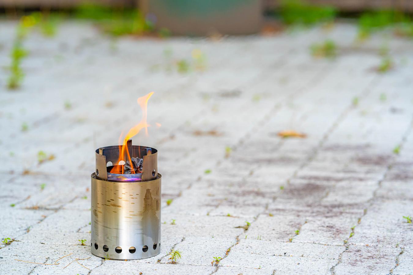 焚き火台と焚き火セット