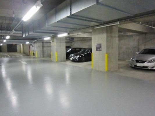 白金タワーの大型駐車場