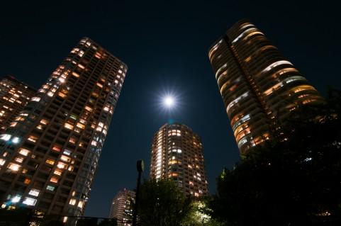 夜な夜な行われているタワーマンションパーティ