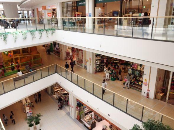大型ショッピングモールが立ち並ぶ