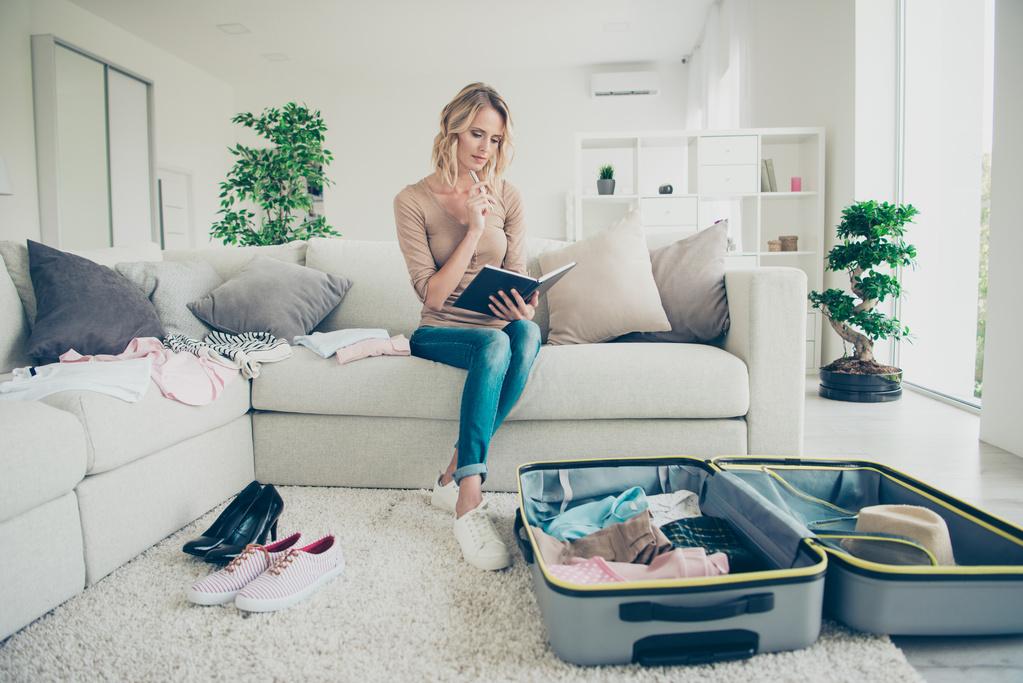 海外赴任準備をする女性
