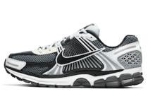 Nike Zoom Vomero 5 Silver Sailの写真