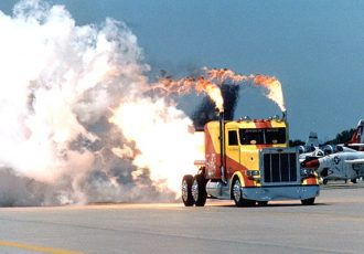 火を噴くトラック!もはや兵器!カスタムを超えた驚きのドラッグレースマシン動画5選!