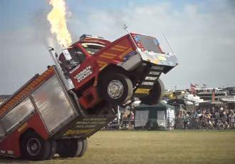 畑でトラクターが魅せるスタントとは?意外なマシン勢揃いの世界のウィリー動画5選。