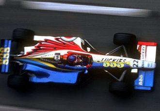 前代未聞、ニコイチのカラーリングのF1マシンとは?BARが1999年に作った異例の車両をご紹介します。