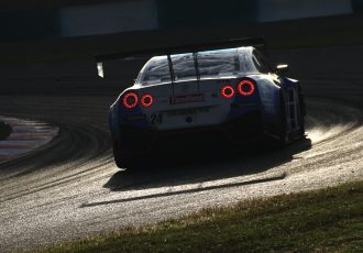 若者のクルマ離れなんて嘘!?学生たちがスーパー耐久王座を獲得!スリーボンド日産自動車大学校GT-RがST-X初タイトル!