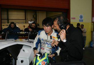 イタリアGTと日本のレースの違いとは?連載企画、レーシングドライバー根本悠生の新たな挑戦!第4回「-海外で感じたレース文化の差-」