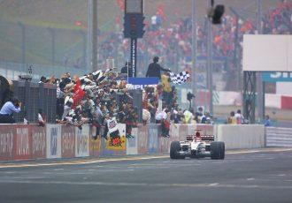 F1日本GPで日本人が魅せた名勝負とは?佐藤琢磨、小林可夢偉の活躍に日本中が熱狂したレースをご紹介します。