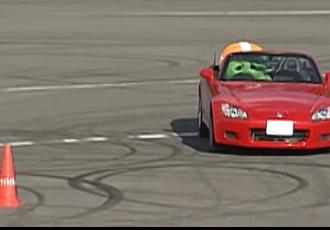 ガチャピンはドリフトも、ジムカーナもできる!モータースポーツ挑戦動画4選!