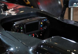 ハンドルひとつでプリウスが2台買える!?F1マシンの値段を大解剖!