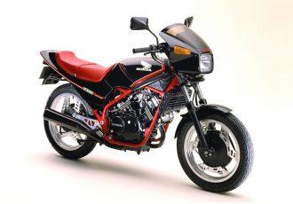 販売台数10万台以上!!80'sを代表するニーハン!?ホンダ VT250Fの凄さに迫る