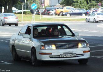 これぞトヨタの本気!!異例のマイチェンで王者の威厳を取り戻した9代目クラウン