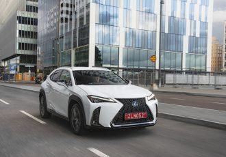 ベースはCH-R!?レクサスの新しい小型SUV『UX』の高級感がハンパない!!