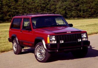 『ジープ』を変えた歴史的モデル!2代目チェロキー(XJ)の燃費が2km/リッターでも売れた理由とは?