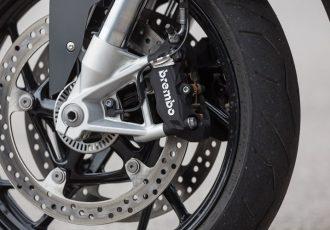バイク用ABSの進化がスゴイ!どうして日本では装着義務化が遅れたの?