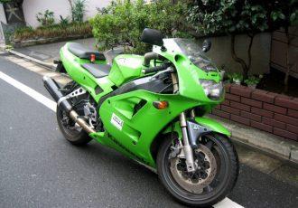 冷却用の2本のパイプが特徴的!400ccレプリカバイクの名車・カワサキZXR400とは