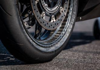 ホイールもカーボンの時代!!200万kmの走行にも耐える強度を実現した驚きの新技術とは?
