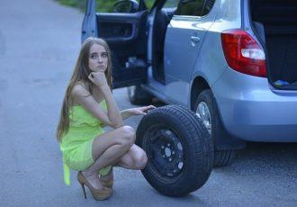 最近のクルマからスペアタイヤが無くなった理由とは?パンク修理キットの方がお得かも!?