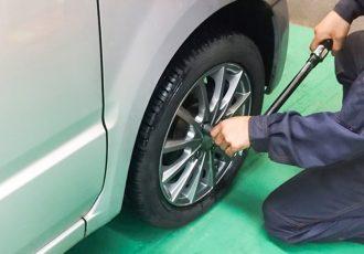 タイヤ交換時にあると便利!女性でも安心の正しい交換方法とオススメアイテムを伝授!